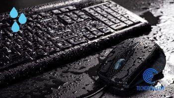 Teclado y Ratón de un ordenador mojados