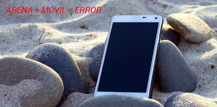 Teléfono Móvil en verano sobre la arena de la playa