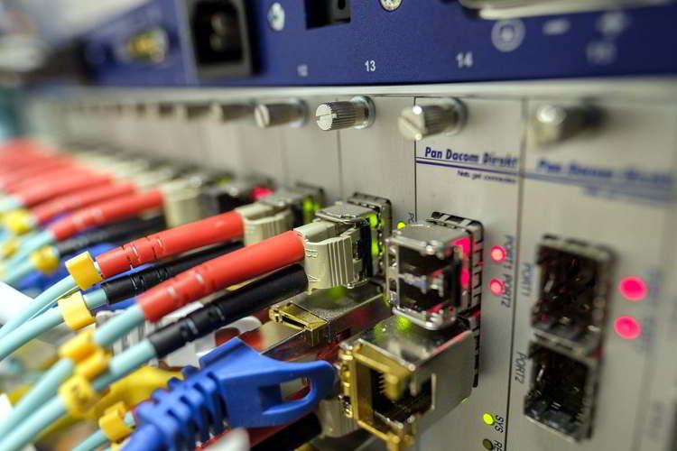 Fibra óptica es la tecnología del futuro para internet