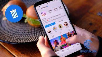 Mujer utilizando Instagram en el Movil