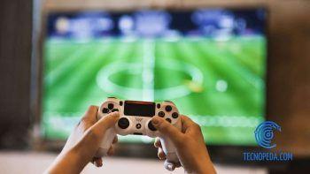 Jugando al Fifa en la Playstation