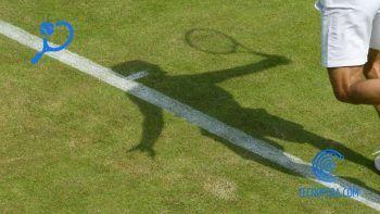 Sobre de un tenista sobre la hierba de wimbledon